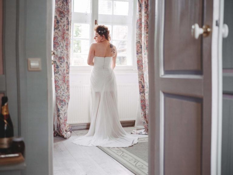 Braut in ihrem Hochzeitskleid aus dem Wunstorfer Atelier