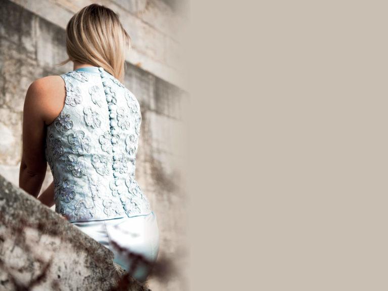 Dame mit elegantem Tageskleid von Schneidermeisterin Natalie Poehl