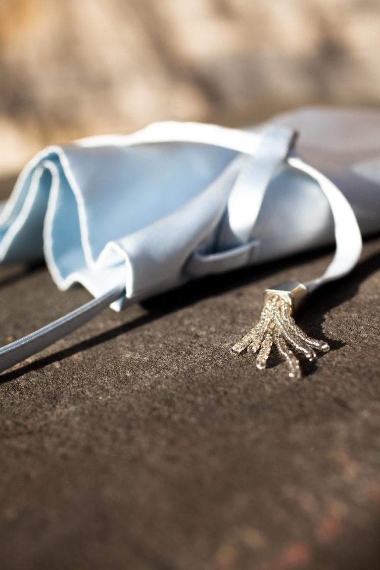Modisches Accessoire für einen maßgeschneiderten Damenblazer