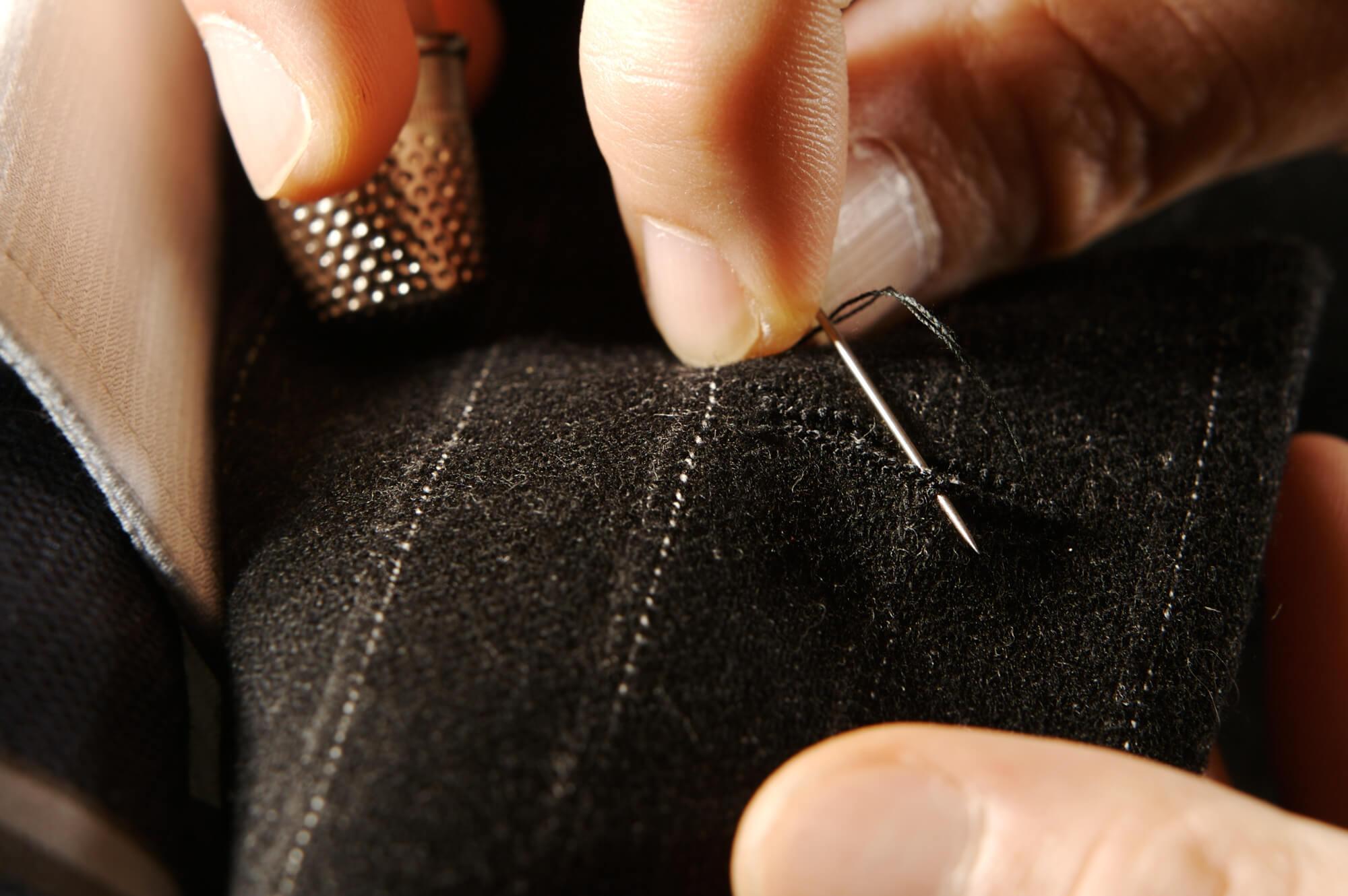 Feinanpassung maßgeschneiderter Damenkleidung